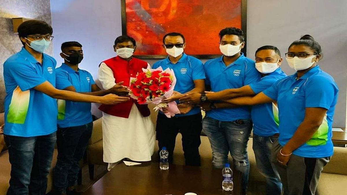 टोक्यो ओलिंपिक में भाग लेने भारतीय तीरंदाज रवाना, केंद्रीय मंत्री अर्जुन मुंडा बोले- खिलाड़ी रचेंगे इतिहास