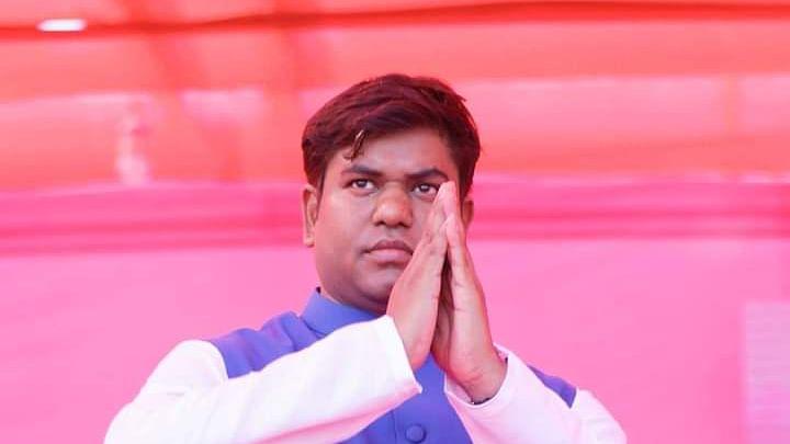 चिराग पासवान और JDU के बाद यूपी के चुनावी मैदान में उतरे मुकेश सहनी, रोड शो के जरिए दिखाई ताकत
