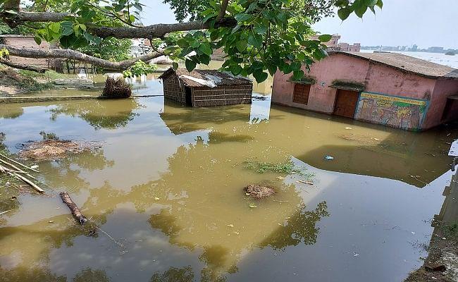 Bihar Flood: बिहार में लाल निशान से ऊपर बह रही बागमती और गंडक, मुजफ्फरपुर जिले में बाढ़ से टापू बन गए कई गांव