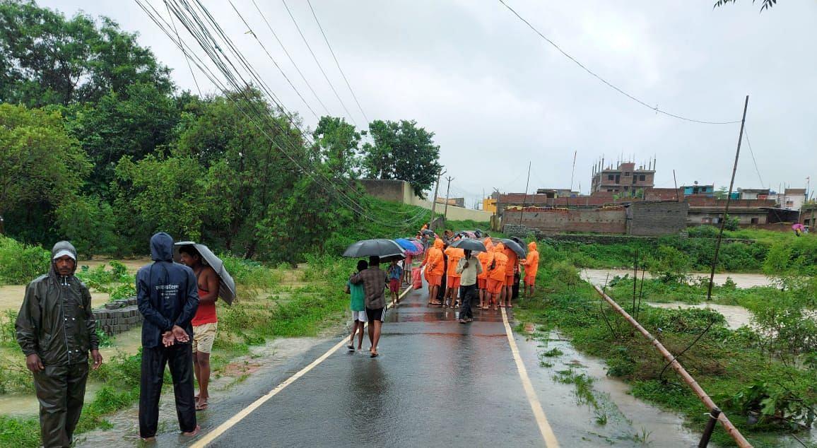 रांची में हो रही लगातार बारिश, स्वर्णरेखा नदी में बहे शख्स की खोजबीन में जुटी NDRF की टीम