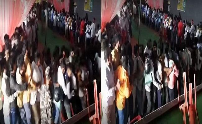 VIDEO: कोरोना का टीका लेने बिहार के वैक्सीनेशन सेंटर पर उमड़ी भीड़, धक्का-मुक्की के बाद पुलिस ने भांजी लाठी