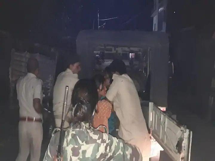 पति-पत्नी के विवाद सुलझाने गई पुलिस पर हमला; पत्नी ने सब इंस्पेक्टर का सिर फोड़ा