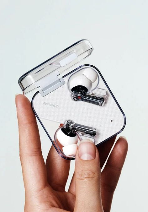 Carl Pei की नयी कंपनी Nothing का पहला प्रॉडक्ट TWS Ear 1 कैसा है?
