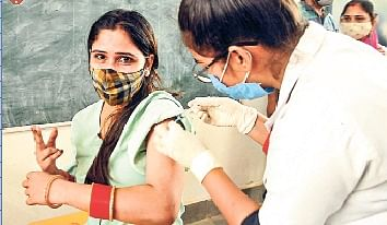 वैक्सीनेशन अभियान आज से फिर पकड़ा रफ्तार, सभी पीएचसी में लग रही वैक्सीन