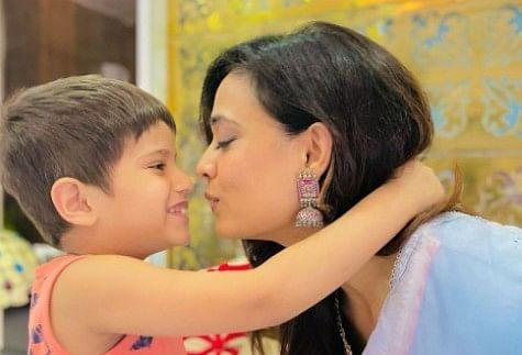 Shweta Tiwari latest photoshoot with son reyansh goes viral