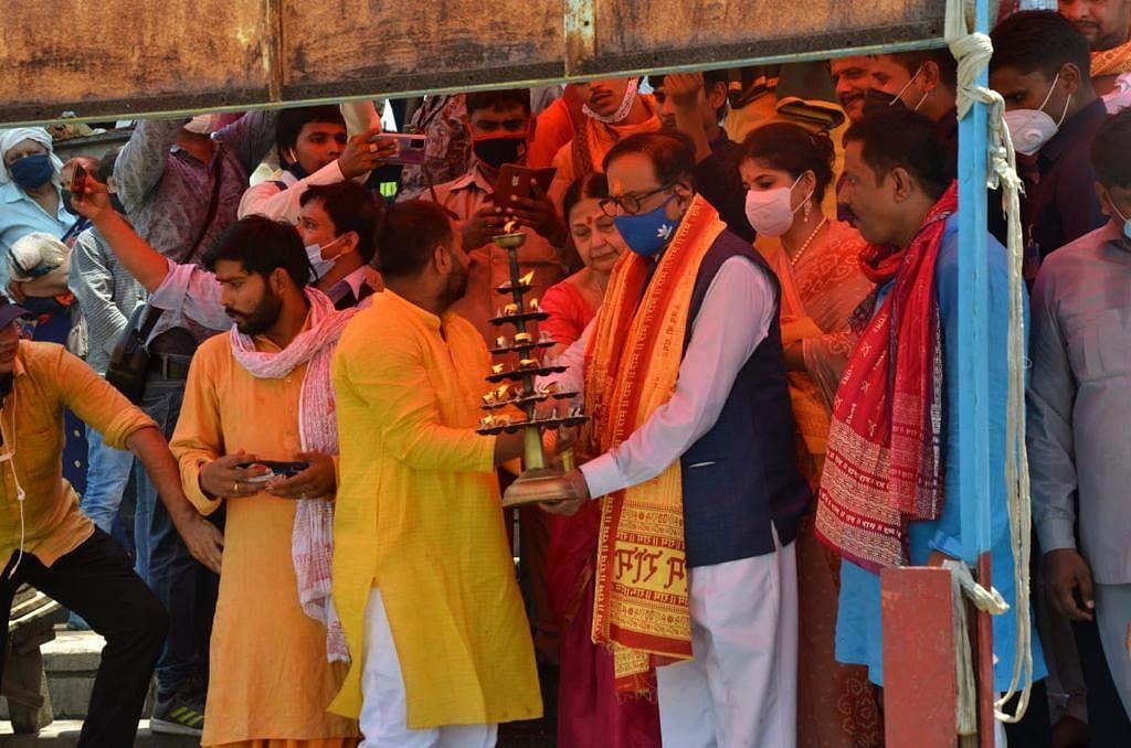 चुनाव से ठीक पहले बसपा ने खेला मंदिर कार्ड,  सतीश चंद्र ने अयोध्या में की पूजा, राम मंदिर पर दिया ये बयान