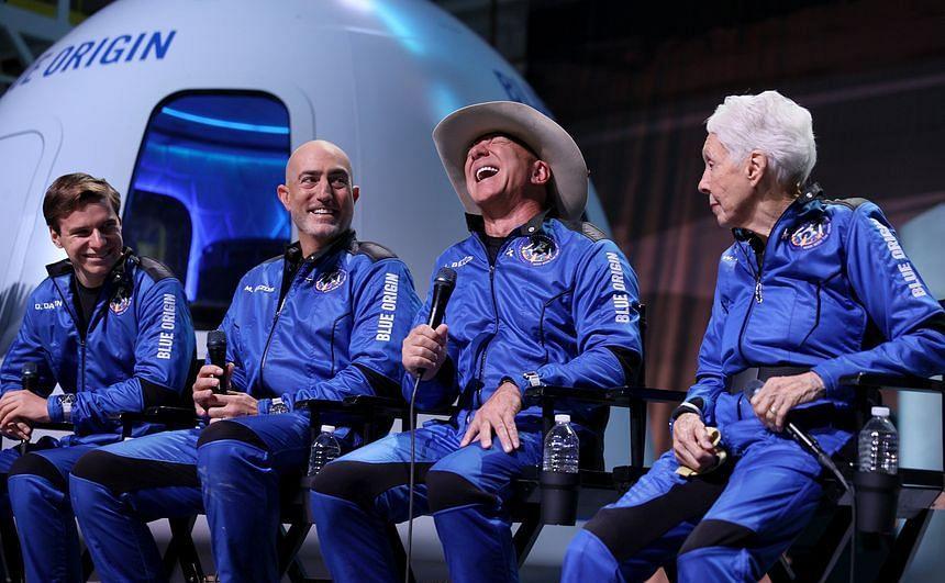 Jeff Bezos ने 10 मिनट की स्पेस ट्रिप पर खर्च किये 40 हजार करोड़, बताया- कैसा रहा सफर