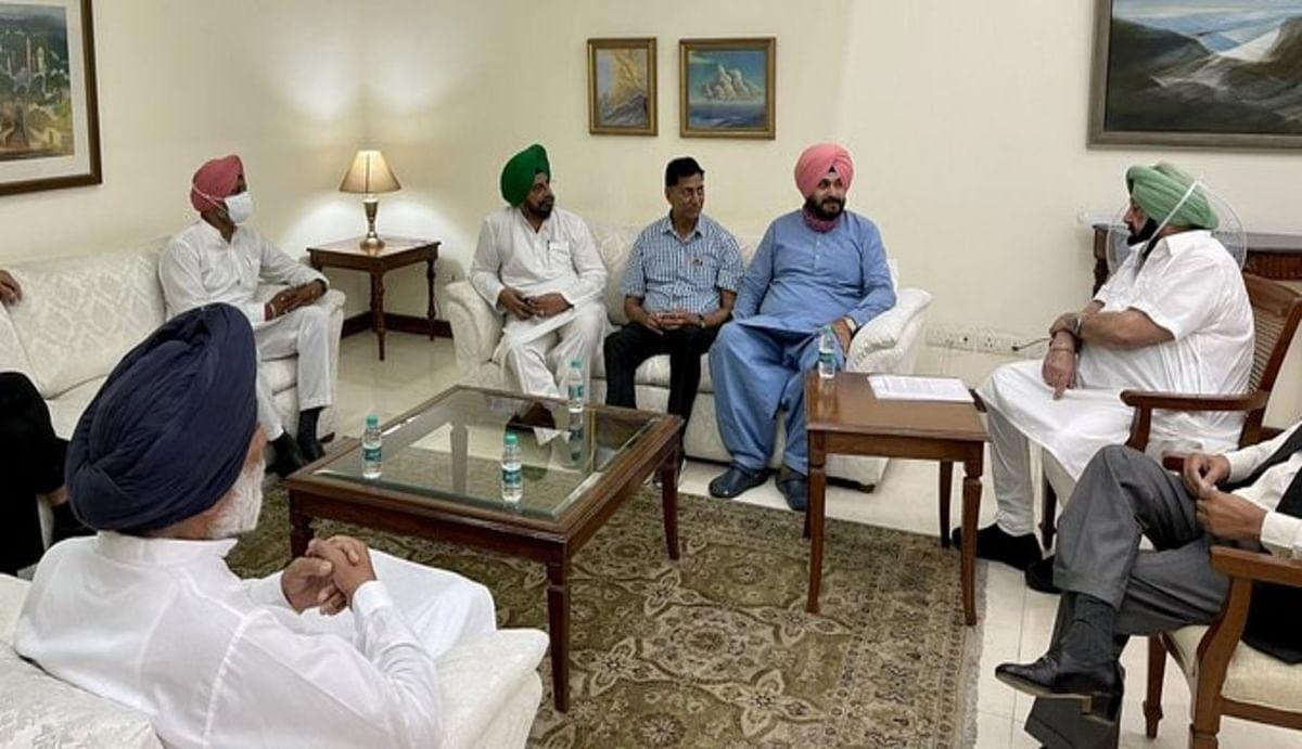 सीएम अमरिंदर सिंह को हटाने की मांग तेज, बागी मंत्री आज हरीश रावत से करेंगे मुलाकात, दिल्ली जाने का भी प्लान