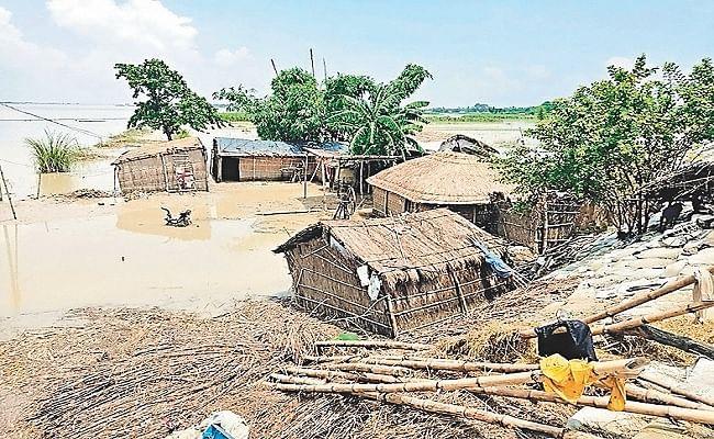 Bihar Flood: बाढ़ की चपेट में गोपालगंज के 43 गांव, 11 दिनों से खतरे के निशान से ऊपर बह रही गंडक नदी