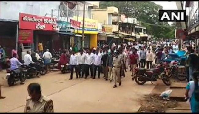 कर्नाटक में येदियुरप्पा के इस्तीफ के बाद उनके समर्थकों में नाराजगी, दुकानों को बंद कर जताया विरोध