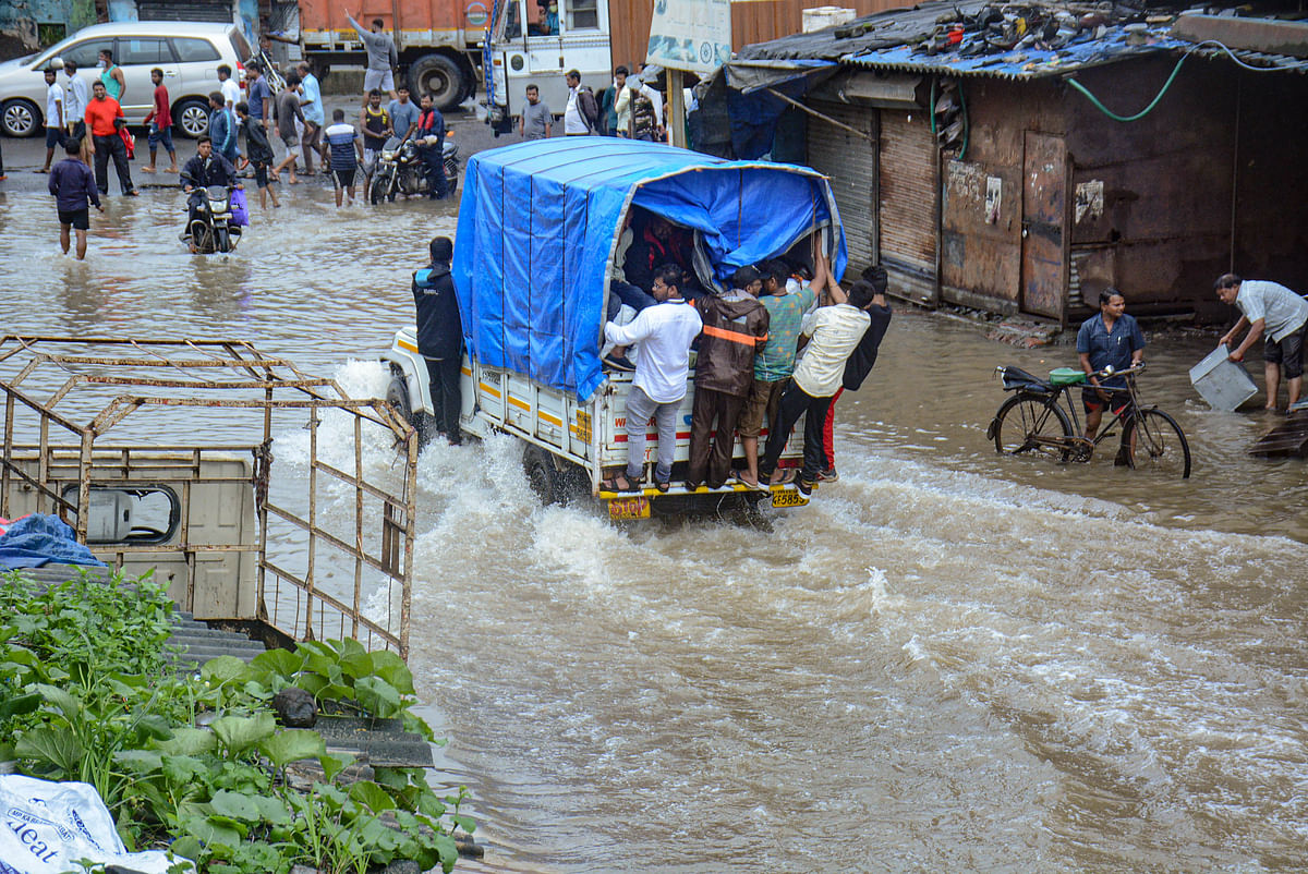 Mumbai Rains Live Update: रायगढ़ भू-स्खलन में 80-85 लोग लापता, 33 शव बरामद : मंत्री एकनाथ शिंदे