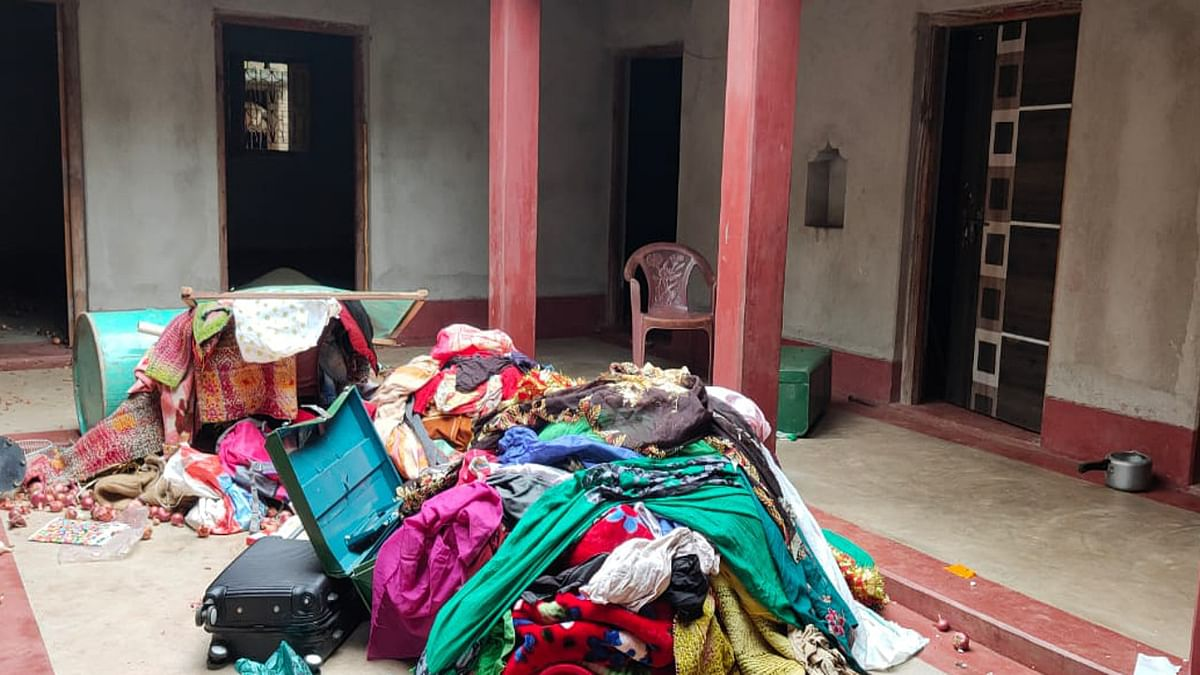 कोडरमा में महिला समेत 3 बच्चों का शव बरामद मामले में दहेज हत्या का केस दर्ज, ससुराल में हुई तोड़फोड़