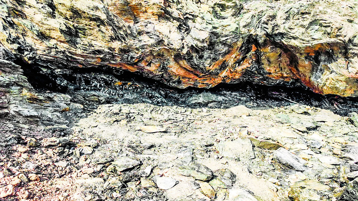 पूर्वी सिंहभूम के गुड़ाबांदा में 'पन्ना' की सालों से हो रही अवैध खनन, दूसरे राज्य के कारोबारी हो रहे मालामाल