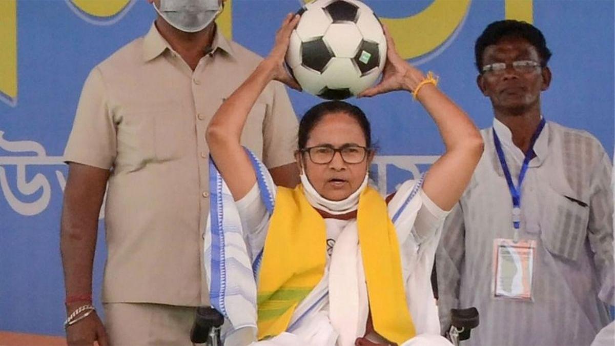 Khela Hobe की अपार सफलता के बाद 'खेला होबे दिवस', 50,000 फुटबॉल बाटेंगी ममता बनर्जी  सरकार