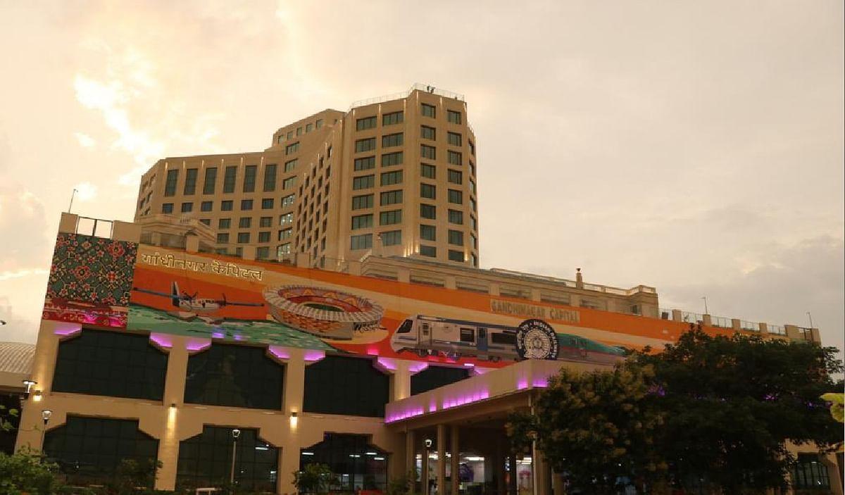 रेलवे स्टेशन पर बना देश का पहला सबसे बेहतरीन फाइव स्टार होटल, देखें तस्वीरें और जानें खासियत