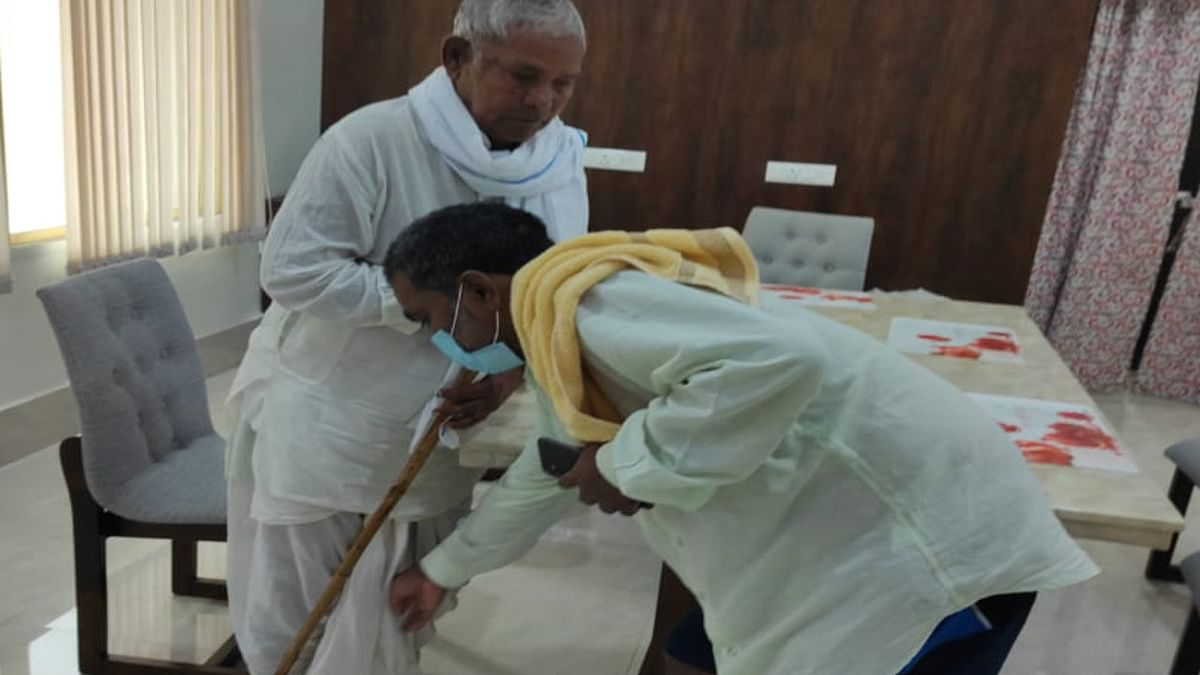 10 महीने बाद रांची में पिता-पुत्र की हुई मुलाकात, भावुक हुए झारखंड के शिक्षा मंत्री जगरनाथ महतो