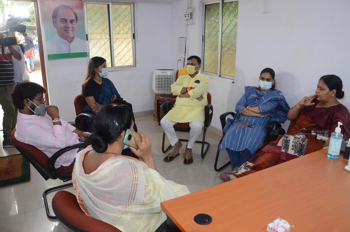 झारखंड कांग्रेस के नाराज विधायकों ने मंत्री आलमगीर आलम को सुनायी पीड़ा, विधायक दीपिका बोलीं- बातें नहीं सुनी गयीं, तो दिल्ली दरबार में करेंगे फरियाद