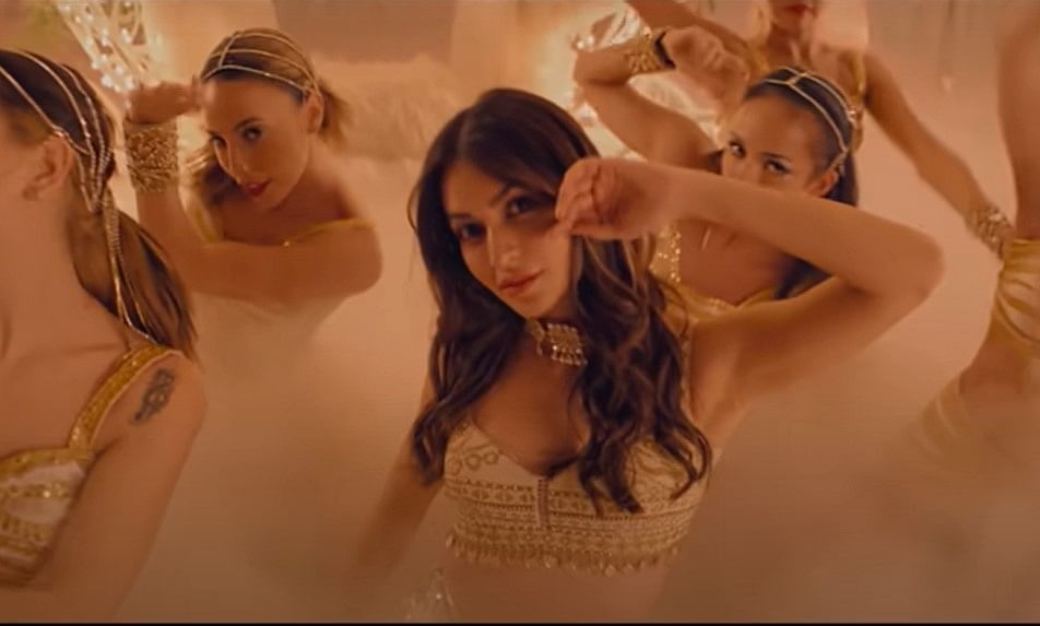 '14 Phere' का पार्टी सॉन्ग 'चमक' हुआ रिलीज, कृति-गौहर का डांस आपको भी थिरकने पर करेगा मजबूर, VIDEO