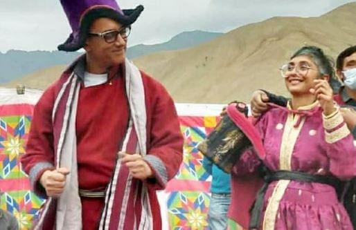 रेड कलर के आउटफिट और पर्पल हैट में दिखे आमिर खान, तलाक के बाद किरण राव के साथ किया डांस, VIDEO वायरल
