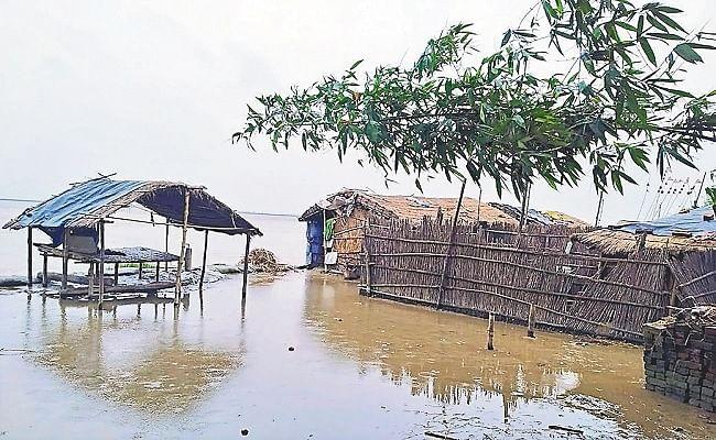 Bihar Flood: गोपालगंज में लाल निशान से उपर बह रही गंडक नदी, ड्रोन से निगरानी जारी, आफत में घिरे ग्रामीण