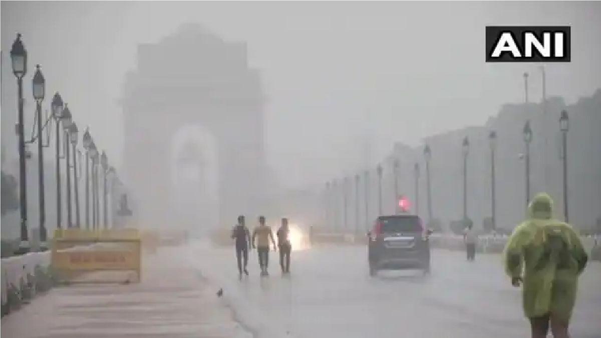 दिल्ली में झमाझम बारिश ने मौसम किया सुहाना, जानें दिल्ली में कब दस्तक देगा मानसून