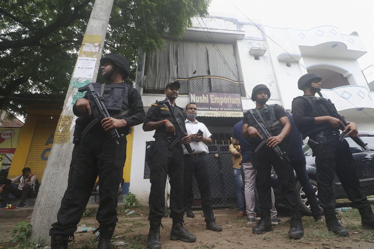 Terrorists arrest in Lucknow: आतंकियों की गिरफ्तारी से डरे पड़ोसी,आसपास के इलाके में दहशत,लोगों ने कही यह बात