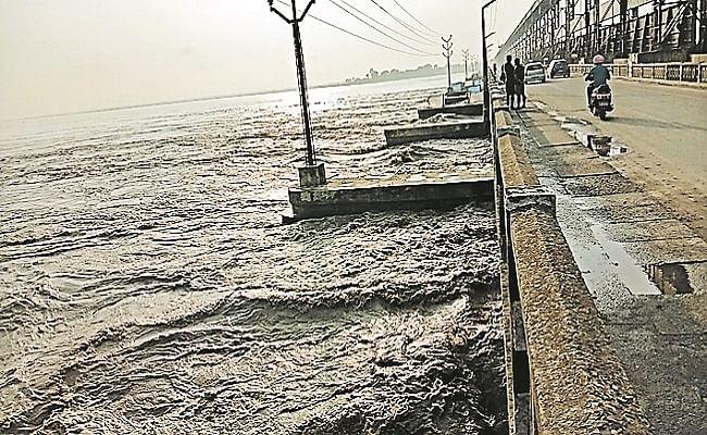 कोसी बराज के तीन दर्जन फाटक खोले गये, नदियों में उफान से सुपौल, अररिया समेत कई जिलों में बाढ़ ने मचायी तबाही