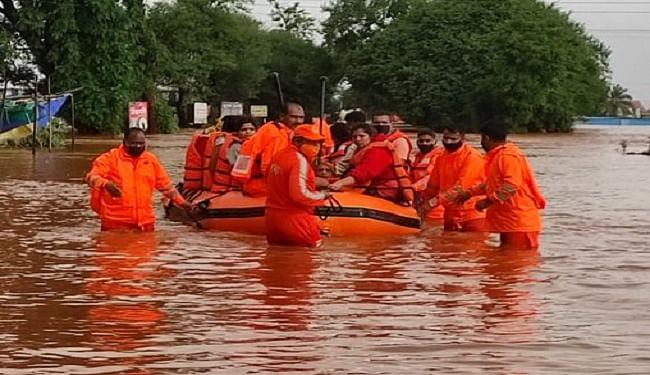 महाराष्ट्र में बाढ़ से हाहाकार, NDRF की टीम राहत और बचाव कार्य में जुटी, सीएम बोले- पीड़ितों को मिलेगा मुआवजा