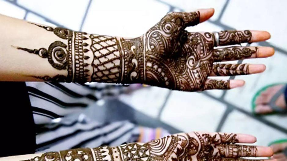 Latest Mehndi Designs For Sawan: इस सावन माह इन आर्कषक और लेटेस्ट मेहंदी डिजाइन्स से खुद को बनाएं और खूबसूरत