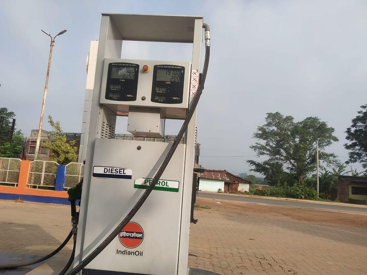 Petrol Diesel Price Today : पेट्रोल-डीजल सस्ता हुआ या महंगा, यहां चेक करें नये रेट्स