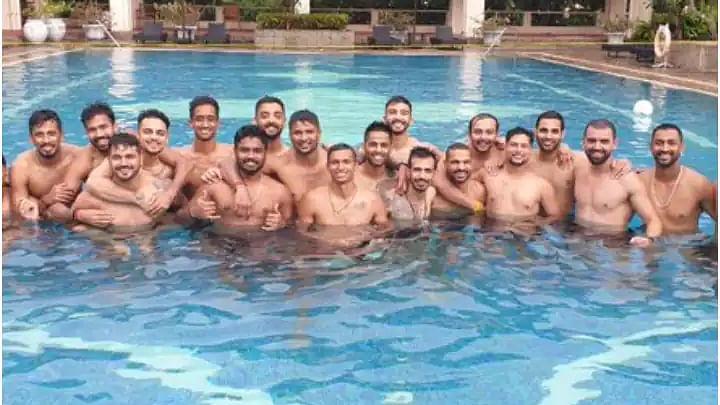 VIDEO: श्रीलंका में कोरेंटिन पीरियड खत्म होने पर टीम इंडिया ने मचाया धमाल, कोच द्रविड़ के साथ ऐसे की मस्ती