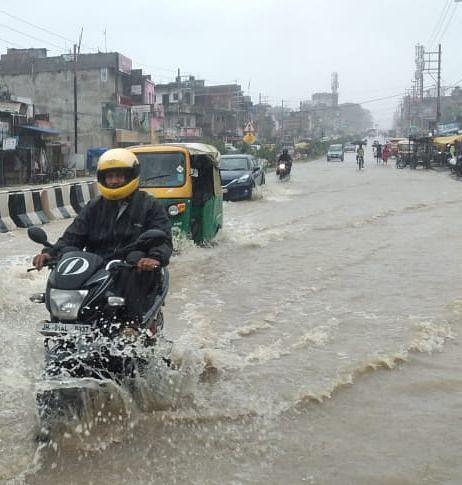 रांची समेत कई जिलों में लगातार बारिश से हर तरफ पानी ही पानी