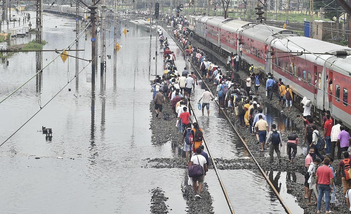 कई ट्रेनों को रद्द कर दिया गया