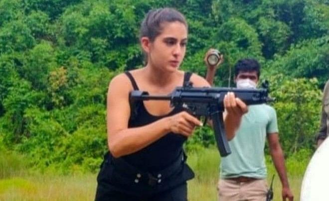 सारा अली खान असम में कर रही हैं 'वीरांगना' की शूटिंग, महिला कमांडो संग तसवीरें आईं सामने