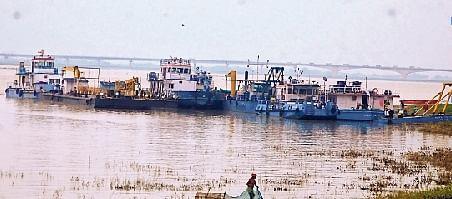 बिहार में बढ़ा गंगा का जलस्तर, जहाज परिचालन के लिए अब नये रूट की तलाश