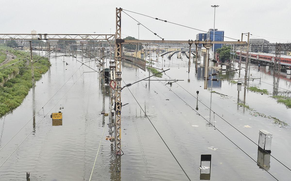 हावड़ा से खुलने वाली 10 स्पेशल ट्रेनें सांतरागाछी व शालीमार स्टेशन से खुलीं