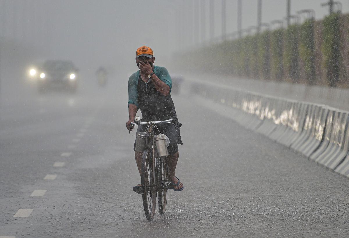 Weather Update : दिल्ली में अधिकतम तापमान 34 डिग्री सेल्सियस दर्ज, पश्चिमी यूपी में हल्की से मध्यम बारिश