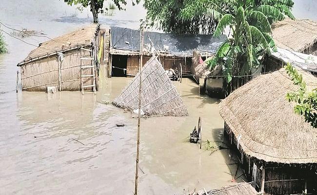 Bihar Flood: बिहार में गंडक नदी उफनायी, गोपालगंज के गांवों में दिखने लगा तबाही का मंजर, मचानों पर फंसी जिंदगी