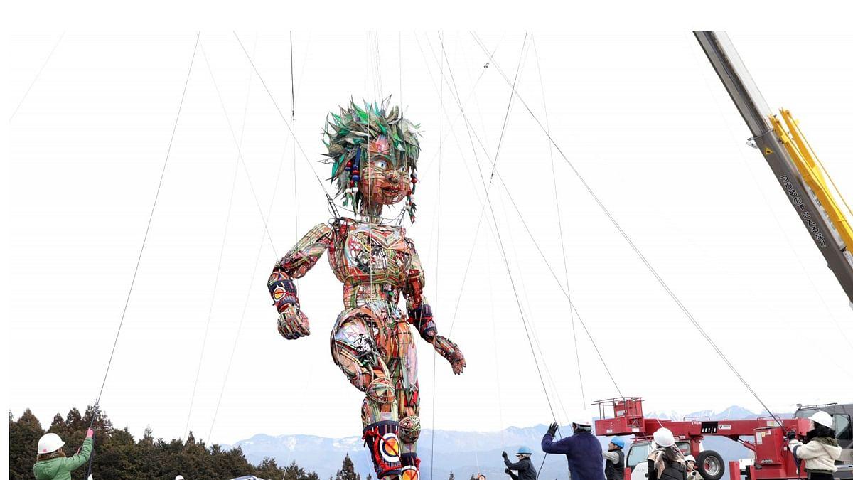 Tokyo Olympics में विशाल कठपुतली मोक्को के हैं हर तरफ चर्चे, फोटो और वीडियो सोशल मीडिया पर वायरल