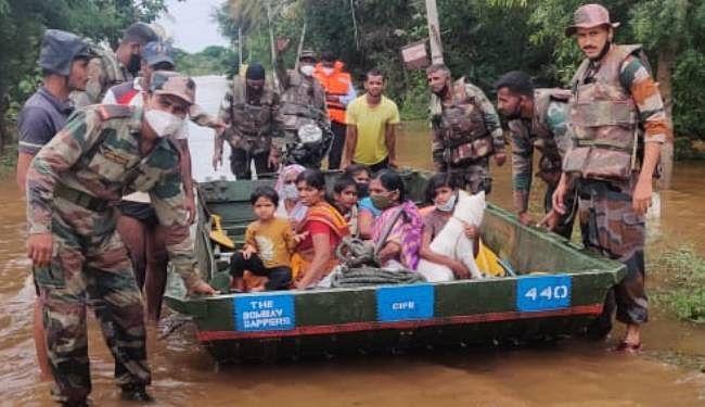 महाराष्ट्र में बाढ़ और भू-स्खलन के प्रभावितों के लिए एक माह का वेतन देंगे प्रदेश के बीजेपी विधायक