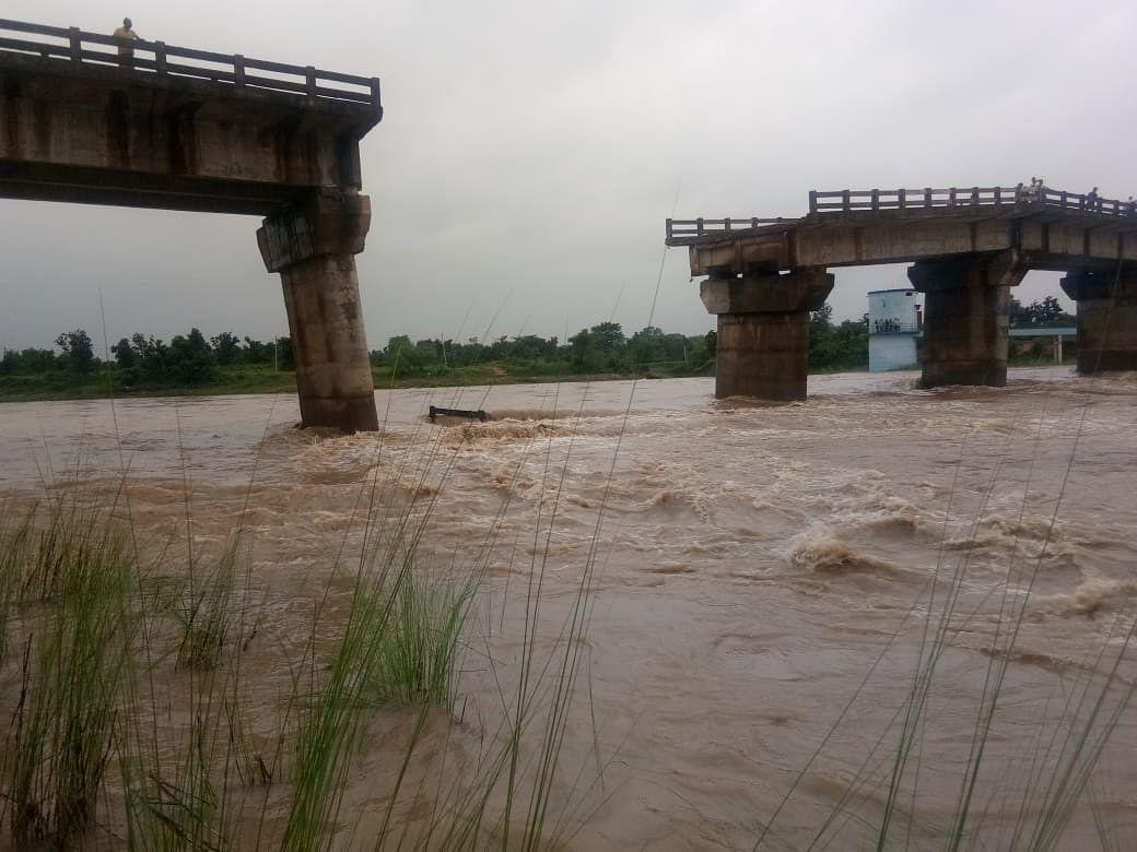 रांची के कांची नदी पर बना बामलाडीह पुल का स्लैब फिर बहा, इंजीनियरों से मांगी गयी रिपोर्ट