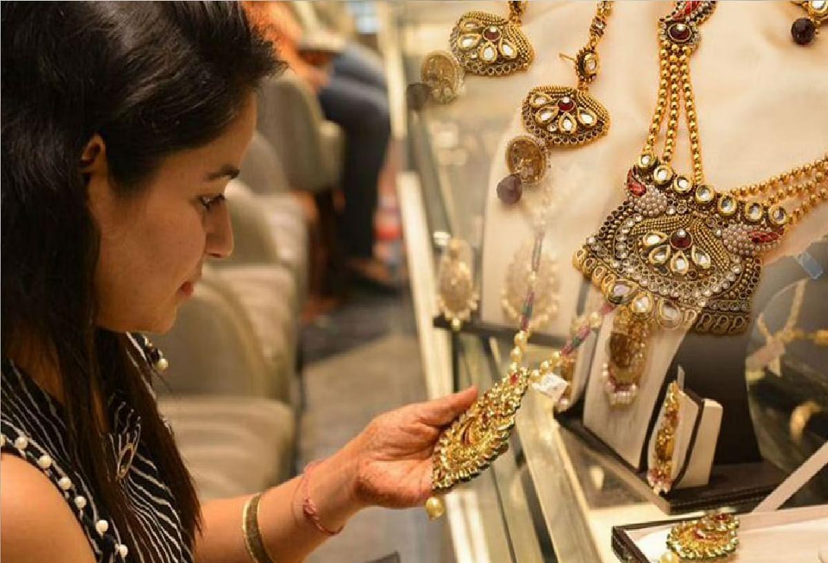 Gold-Silver Price Today : सोने की कीमत में गिरावट, चमक रही है चांदी,जानें आज का भाव