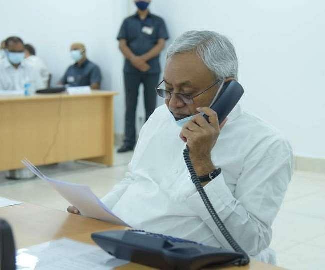 कहां हैं एडीजी, तुरंत बुलाइए..., जनता दरबार में हर शिकायत पर अफसरों को तलब करते दिखे नीतीश कुमार