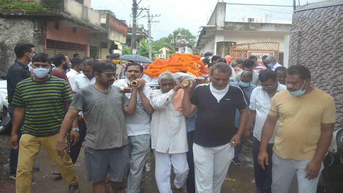 पिता के कंधों पर निकली पुत्र की अर्थी, हजारीबाग मुक्तिधाम में जज उत्तम आनंद का हुआ अंतिम संस्कार, रो पड़ा शहर