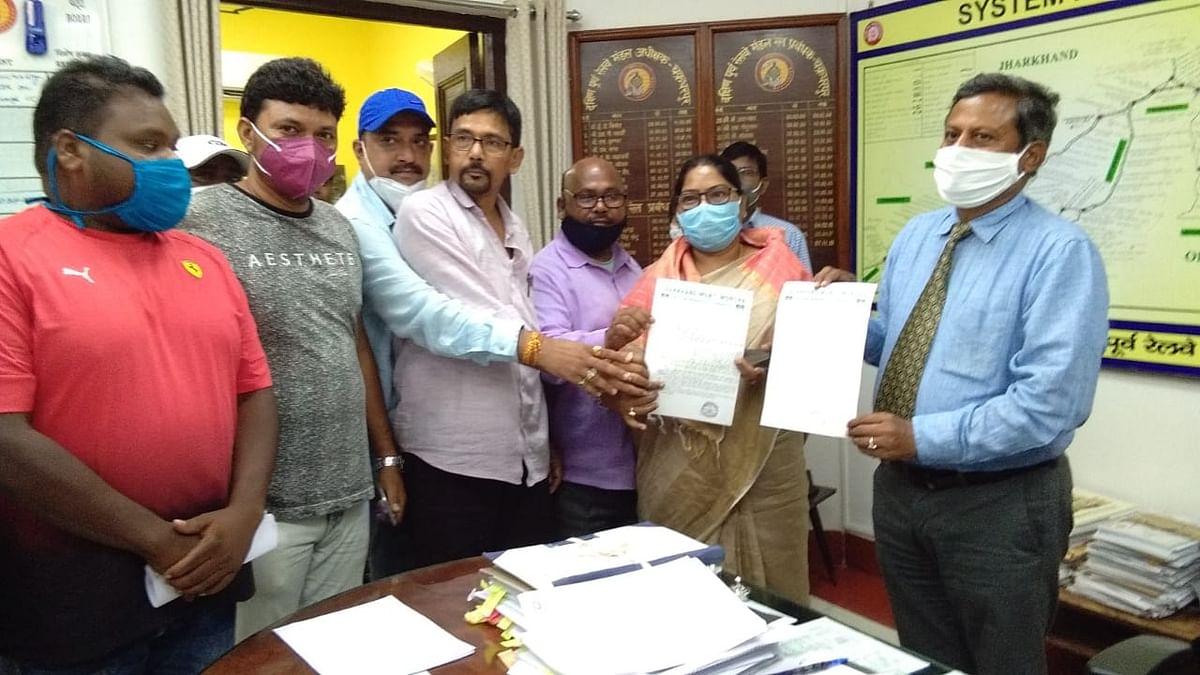 Indian Railways News : CM हेमंत सोरेन की बहन चक्रधरपुर DRM से मिली, इस रूट पर पैसेंजर ट्रेन चलाने की मांग