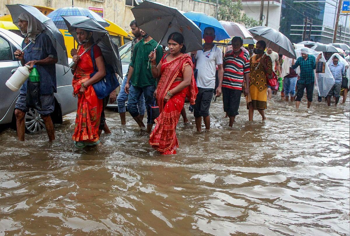 Weather Forecast: जम्मू-कश्मीर के किश्तवाड़ा में बादल फटा, 4 की मौत, यूपी-उत्तराखंड में भारी बारिश की चेतावनी