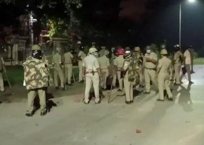 Varanasi: BHU में दो हॉस्टल्स के स्टूडेंट्स में जमकर हुई मारपीट और पत्थरबाजी, कई चोटिल