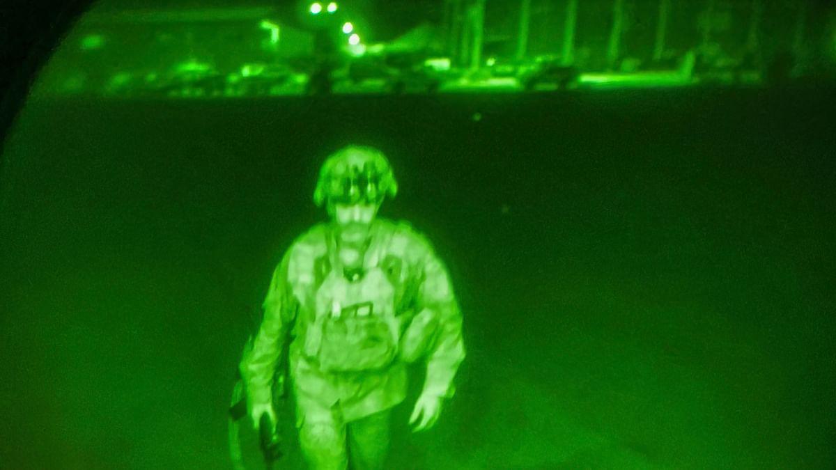 अफगानिस्तान से लौटा आखिरी अमेरिकी सैनिक, तालिबान बोला- अमेरिका की हार से सबक ले दुनिया
