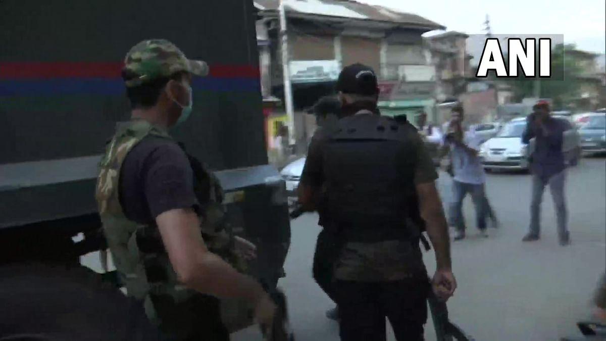 Terrorist attack : श्रीनगर के सिराज चौक के करीब आतंकियों ने किया पुलिस पार्टी पर हमला, एक पुलिसकर्मी घायल