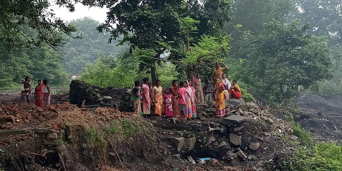 झारखंड में 50 फीट ऊपर से गिरा मलबा, कोयले का अवैध उत्खनन कर रहे युवक की मौत